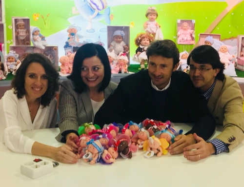 Juan Carlos Ferrero visits the Berjuan doll factory to learn about the Tempitos campaign, of which he is a supportive ambassador
